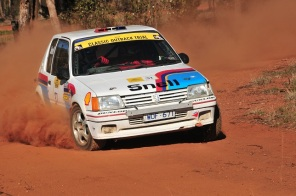Chris Snell & Graham McGrath lost a wheel on day 2