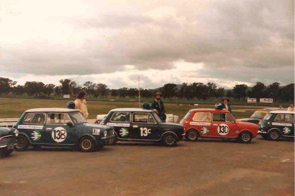 A team on Minis for teh 6 hour race